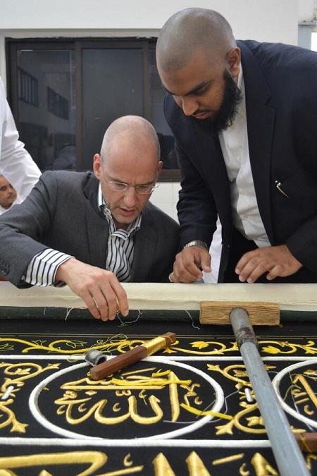 منتج فييلم مسيء للرسول يعتنق الإسلام Biczia10