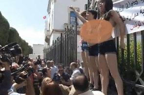 Tunisie- Société : Le groupe Femen frappe au coeur de Tunis  Femen_11