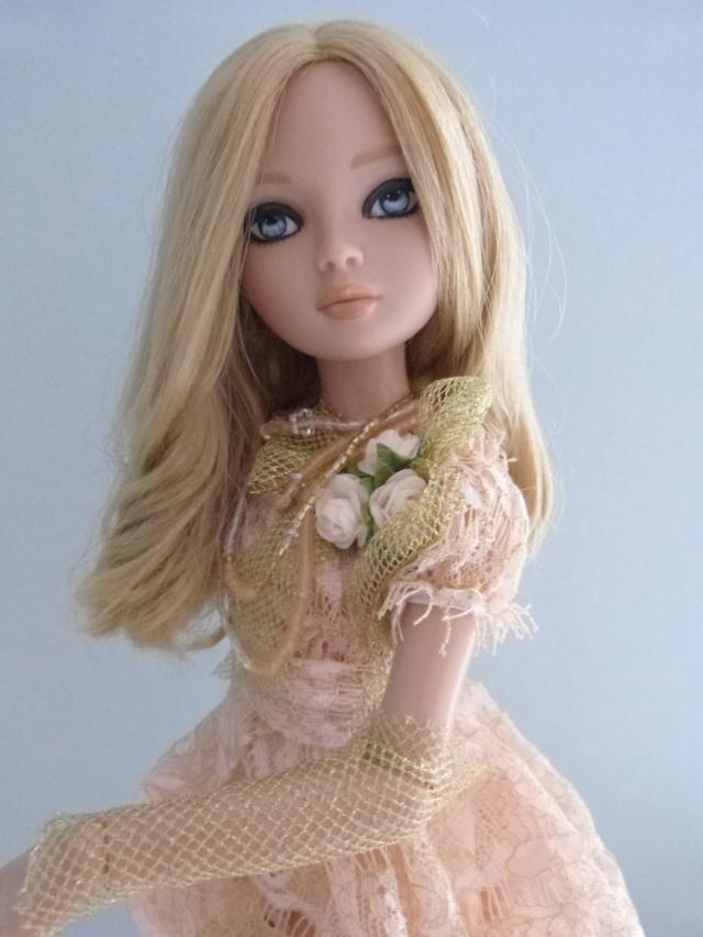 Ellowyne essential too blond OOAK par Sylvano P1010319