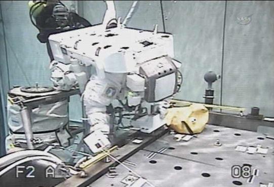 ISS, nouvelle fuite d'amoniac au segment P6 (Canal 2B) Eva_2110