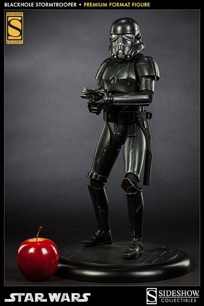 Sideshow - Blackhole Stormtrooper Premium Format Figure Black_13
