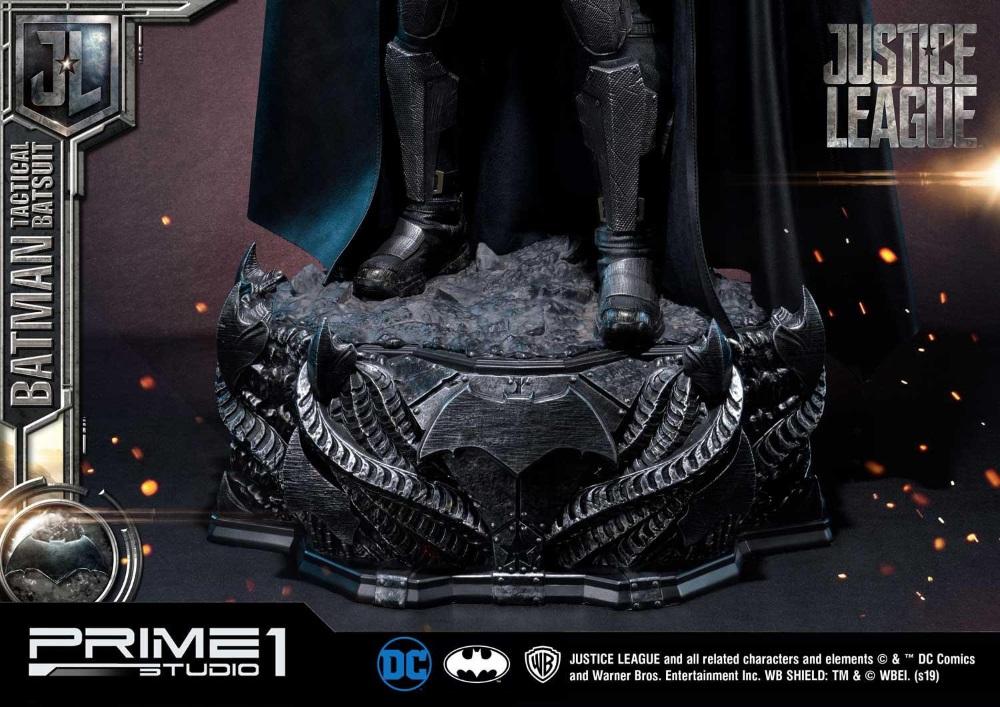 Justice League – Tactical Suit Batman 1/3 scale Statue Justic27
