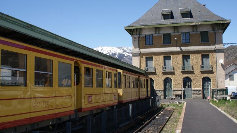 Pk 163,1 : Gare de Latour-de-Carol (66) - 2013 - ZRB 20001 en gare de Latour Dsc09313