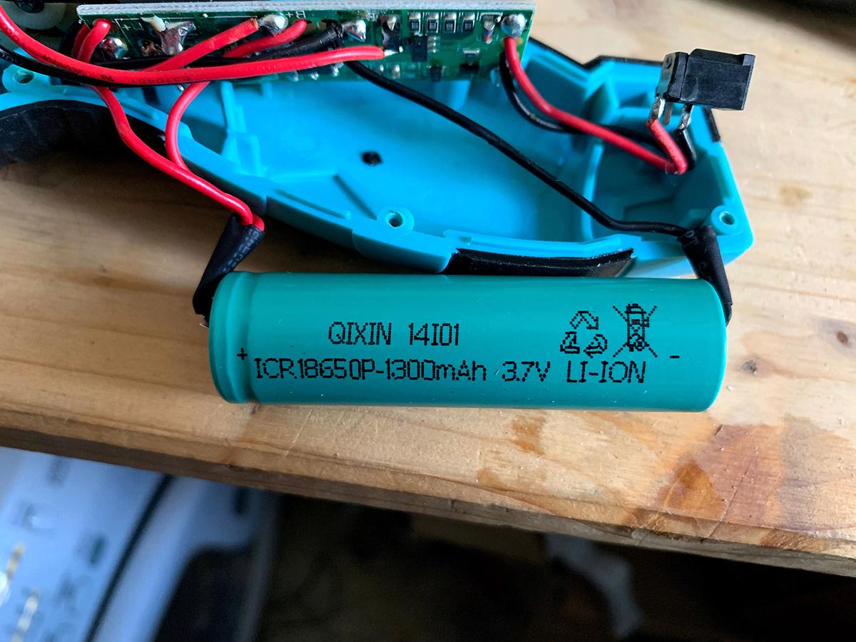 Modification - Batterie amovibles sur Visseuse AGT AW-3.6.a Img_6110