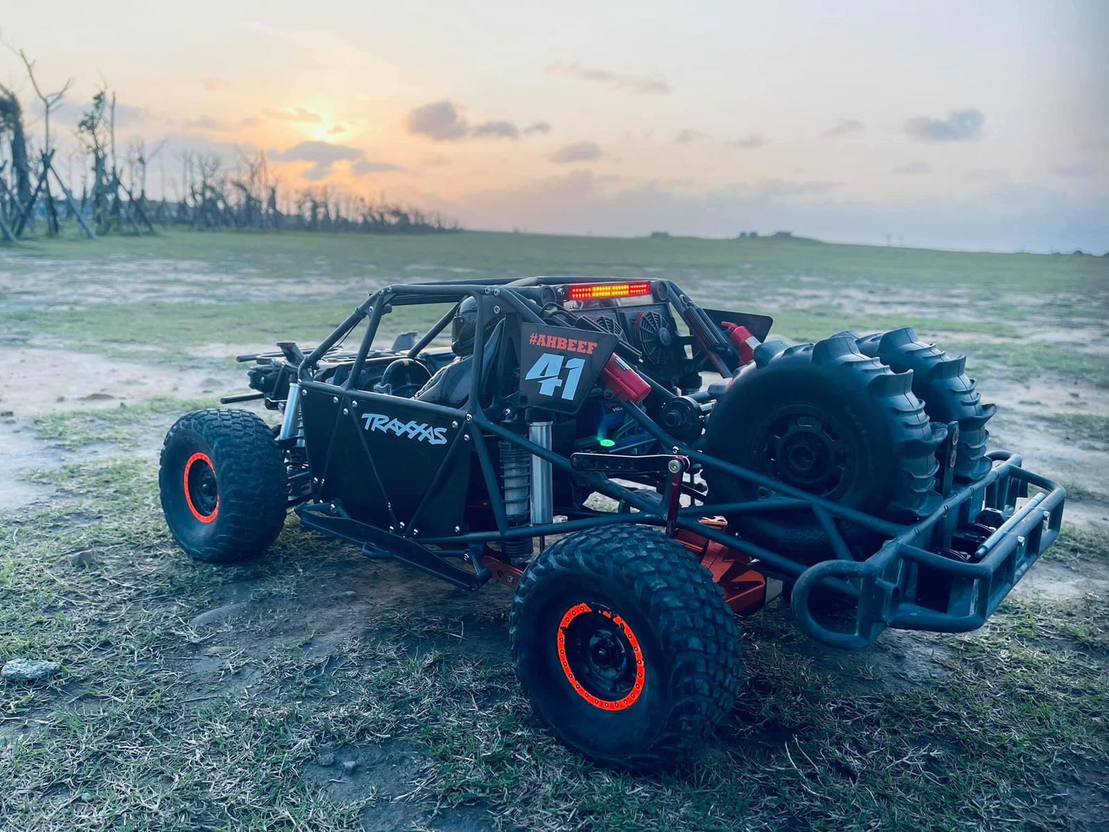 UDR Support Roue de secours - Ulimited Desert Racer wheel vertival Dual Tire Mount - Spare Wheel Udr_mo12