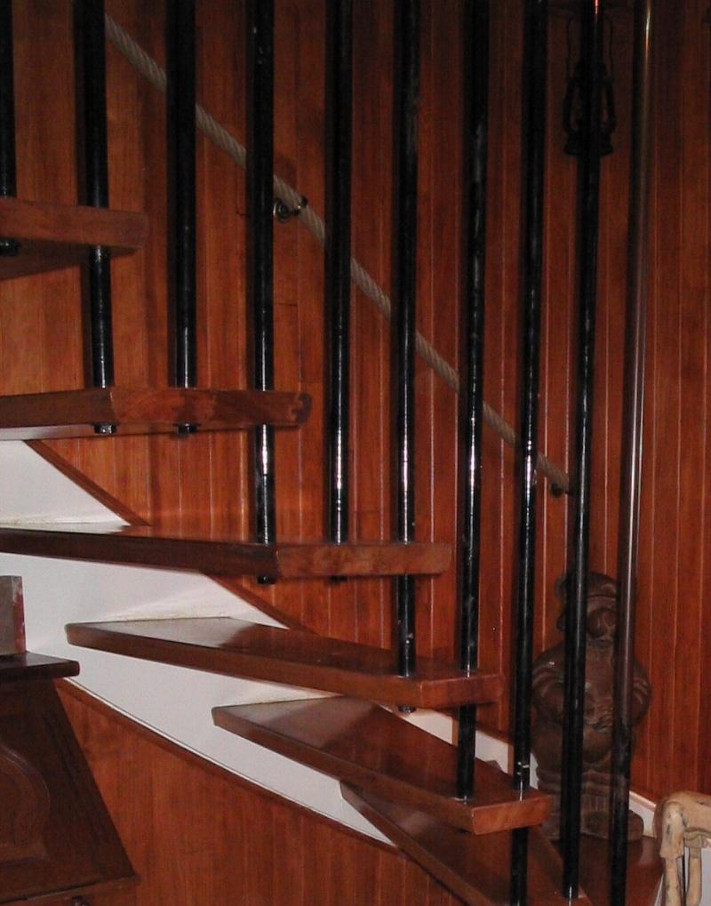 Descente d'escalier 503_210