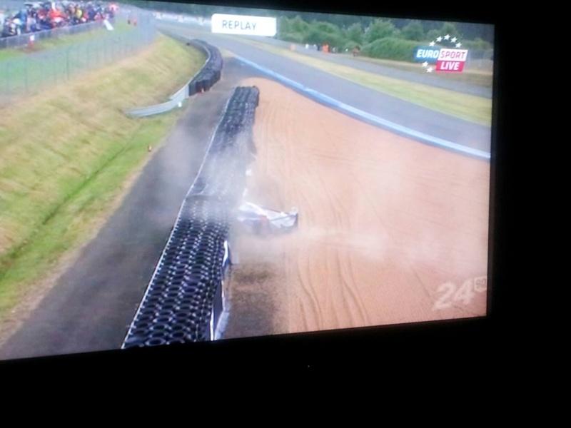 24h du Mans 22/23 Juin 2013 - Page 4 Crash_10