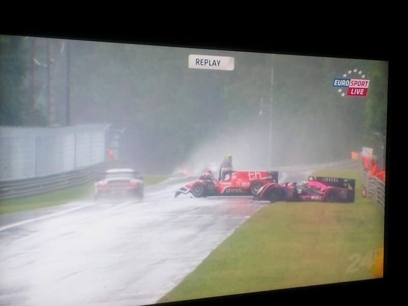 24h du Mans 22/23 Juin 2013 - Page 4 Crash_11