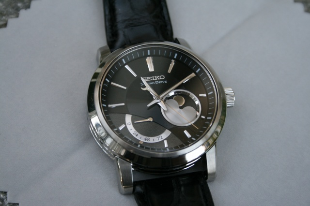 seiko spring drive moonphase Spdmp_10