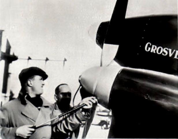Bernard, qui vivait dans sa voiture, a trouvé un toit.  Bernard est chez lui ici, il a le gîte et le couvert, mais c'est un ancien aviateur, alors vous savez bien, c'est un… gonfleur d'hélice ! », taquine Roger, l'ancien parachutiste  Gonfle10