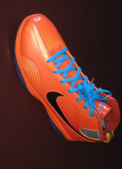 NBA: Kevin Durant's Nike Shoes...A Ronald McDonald Disaster? (w/pic) Kd1-ke11
