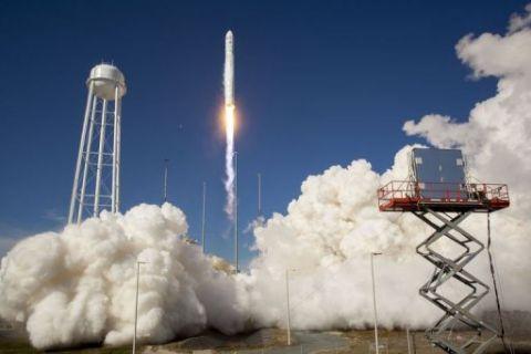 Succès du lancement d'Antares Antare10
