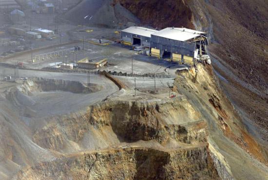 énorme glissement de terrain dans une mine de cuivre sans aucune victime Bingha12