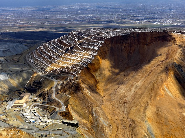 énorme glissement de terrain dans une mine de cuivre sans aucune victime Bingha13