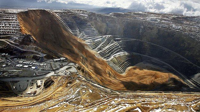 énorme glissement de terrain dans une mine de cuivre sans aucune victime Landsl10