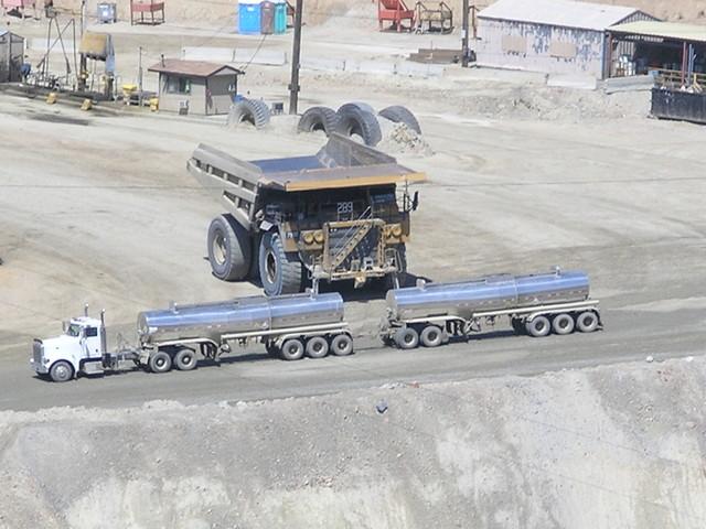 énorme glissement de terrain dans une mine de cuivre sans aucune victime P8132110