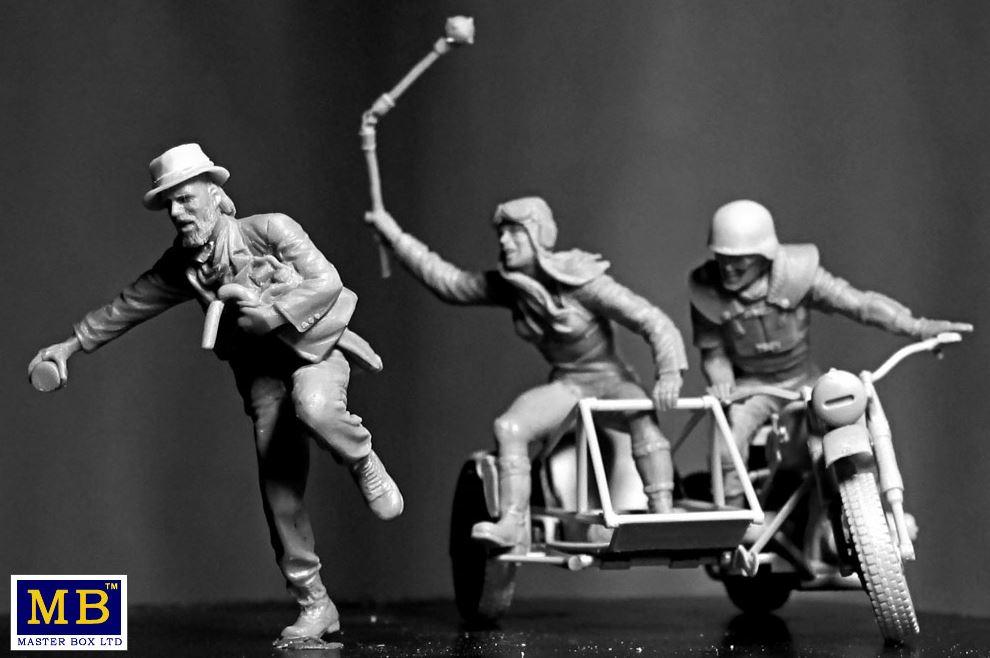 Pour les amateur de belles figurines... 2310