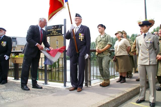l'inauguration d'une plaque gravée au nom du Général de Gaulle Imgp5916