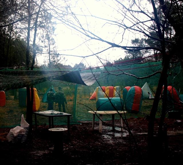 12 fevrier un team de volontaires et 13 fev on fait joujou dans les gonflables.... Terrai10