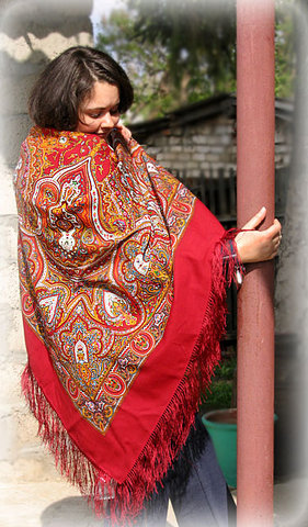 Варианты повязывания и ношения павловопосадских платков. Как носить платки. Как завязать платок. S640x411