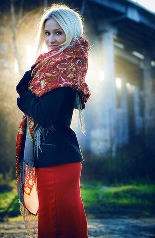 Варианты повязывания и ношения павловопосадских платков. Как носить платки. Как завязать платок. S640x412