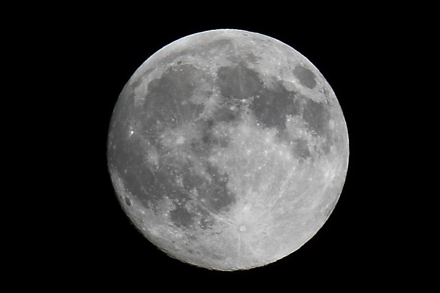 Aérospatiale, astronomie, astrophysique (La tête dans les étoiles) - Page 3 Lune_210