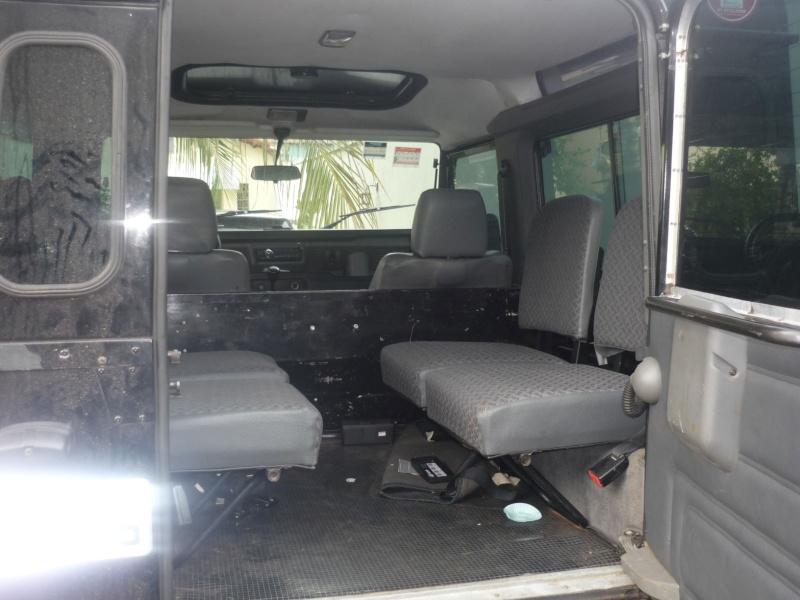 Land Rover mod. Defender 90 preta 4x4 P1040312
