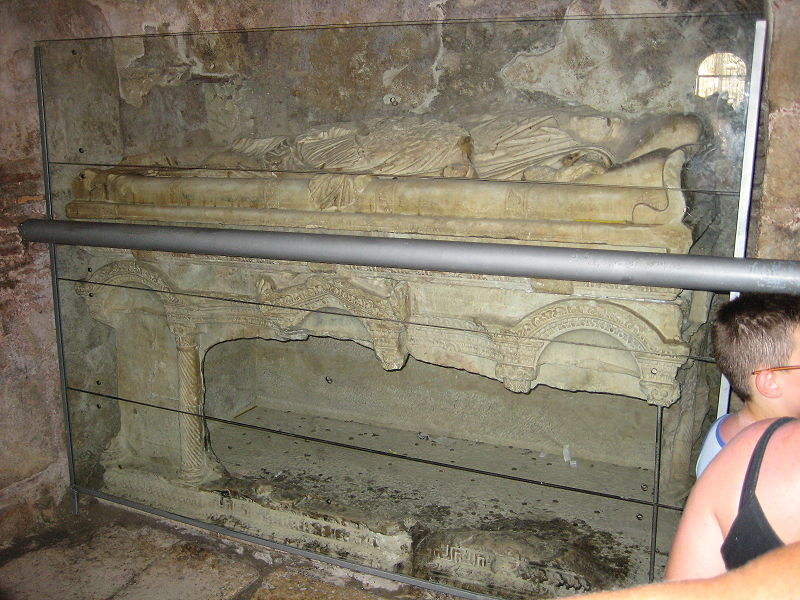 la Tombe du père Noël 800px-11
