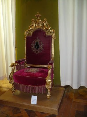 Exposition « Trônes en majesté, l'autorité et son symbole » - Page 8 30889010