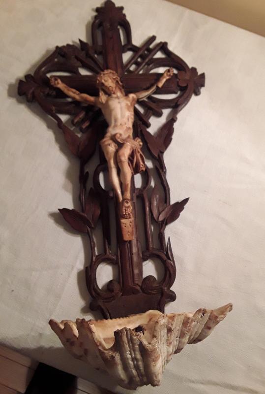 Crucifix bénitier coquillage  20210110