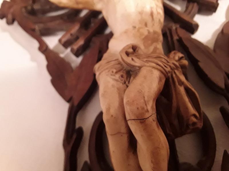 Crucifix bénitier coquillage  20210112