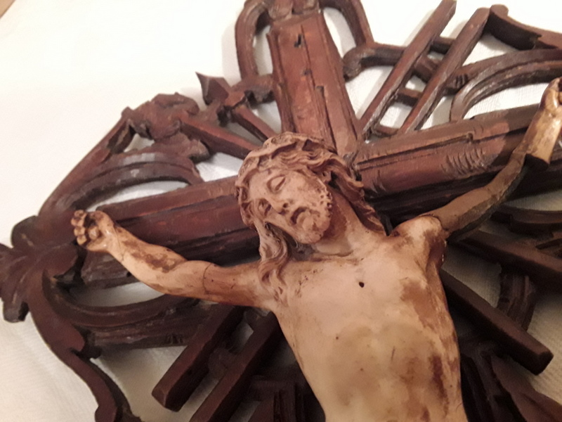 Crucifix bénitier coquillage  20210113