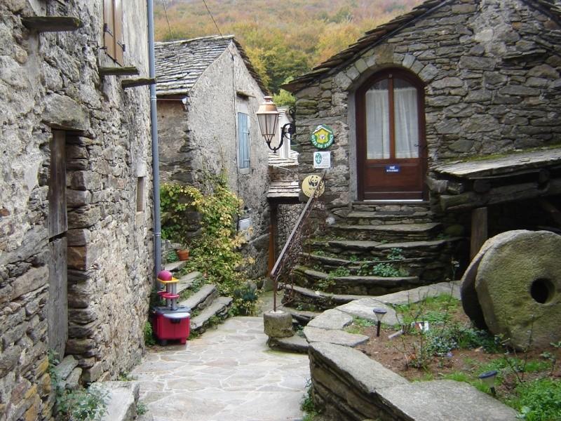 Petit hameau de Bardou dans le 34 Douch_10