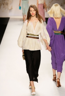 Модные тенденции весна-лето 2011 Fendi-10