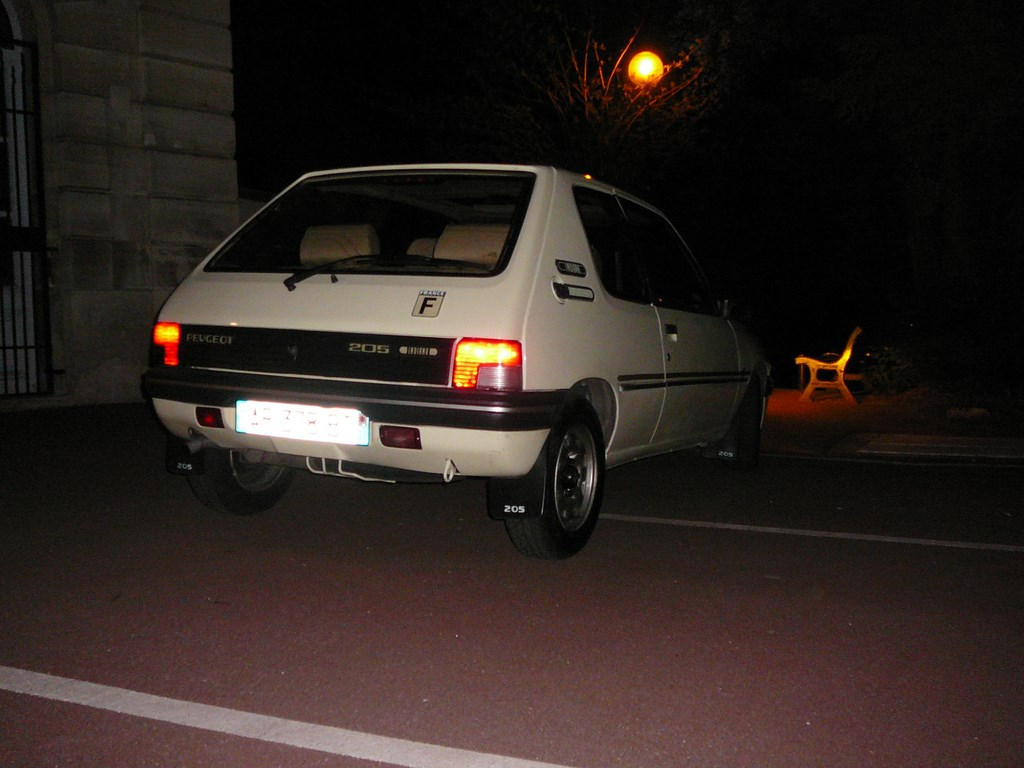 [Vendu] Peugeot 205 Indiana. - Page 4 P1060521