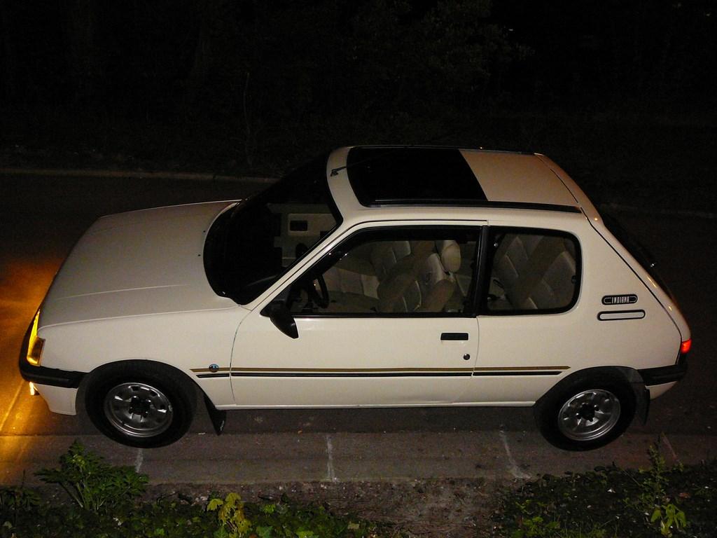 [Vendu] Peugeot 205 Indiana. - Page 4 P1060523