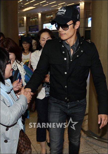 Lee Byung Hun de retour à la maison 08051310