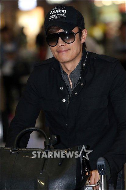 Lee Byung Hun de retour à la maison 80513110
