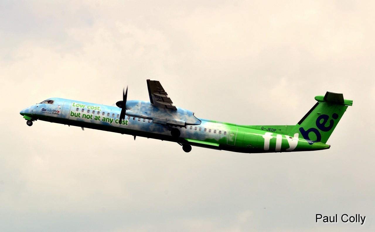 Boeing 737-300 Jet2 Holidays et Dash 8 Q-400 Flybe G-JEDP Facebo10