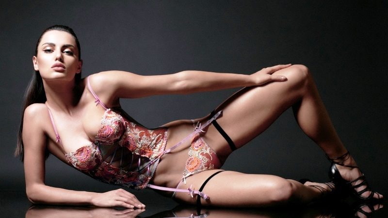 LOTUS ESPRIT #3 - Pagina 5 Bikini10