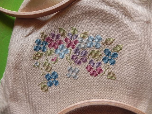 SAL Sauvage Tralala Bouquet Violettes et Myosotis - Page 13 Dscn1915