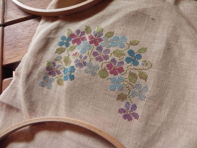 SAL Sauvage Tralala Bouquet Violettes et Myosotis - Page 15 Dscn2020