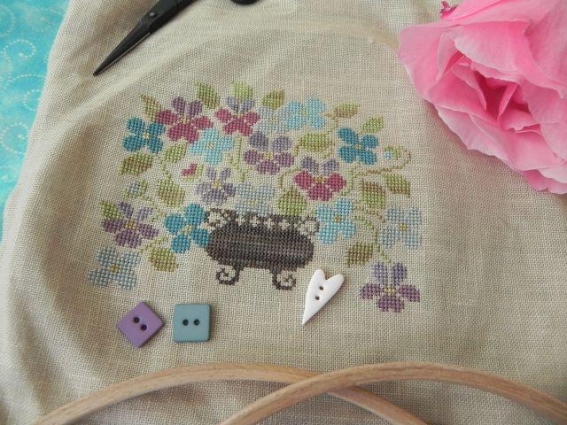 SAL Sauvage Tralala Bouquet Violettes et Myosotis - Page 16 Dscn2022