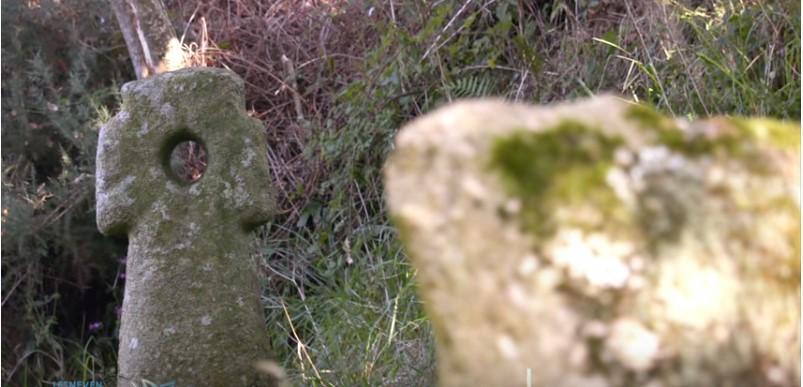 Une croix pattée à trou ? Captu120