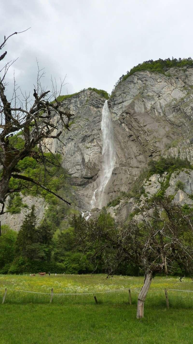 une jolie cascade sur la route de Chamonix 02910