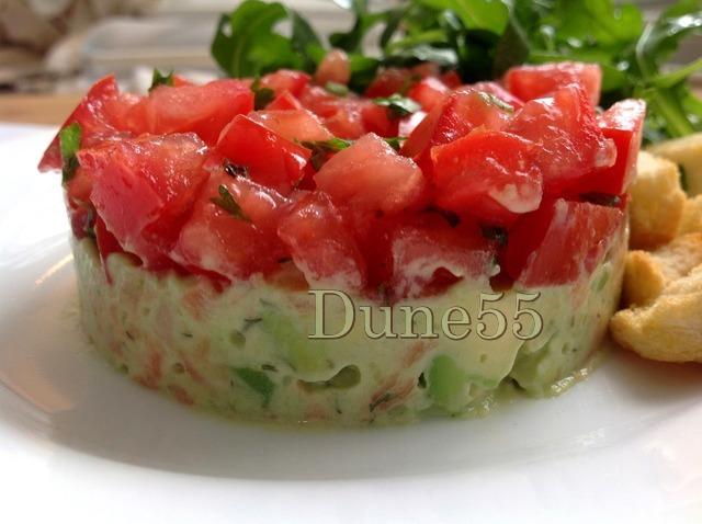 Concassé de tomates sur tartare d'avocat-saumon Zuy8hq10