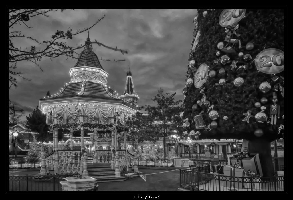 Vos photos nocturnes de Disneyland Paris - Page 2 Dsc06110