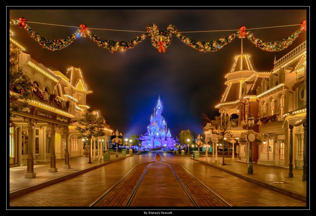 Vos photos nocturnes de Disneyland Paris - Page 2 Dsc06411