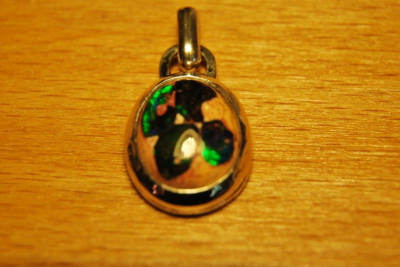 Pendentif opale boulder dans sa gangue avec des questions pour la finition Dsc_1310