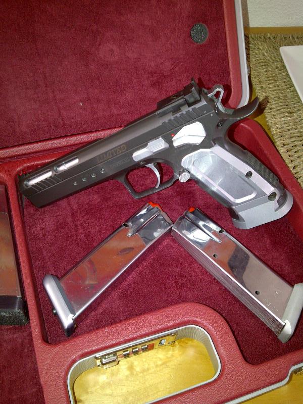 Question, quel pistolet cal .45 mais qui soit pas un 1911 ? - Page 2 Img-2011